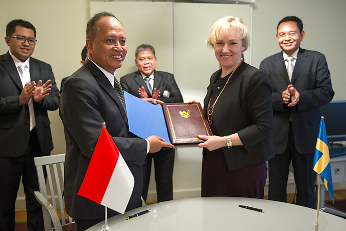 Minister of Research, Technology and Higher Education Muhammad Nasir and Minister for Higher Education and Research Helene Hellmark Knutsson