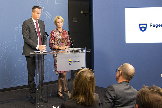 Minister for Home Affairs Anders Ygeman and Minister for Children, the Elderly and Gender Equality Åsa Regner at the press conference where they presented the measures.