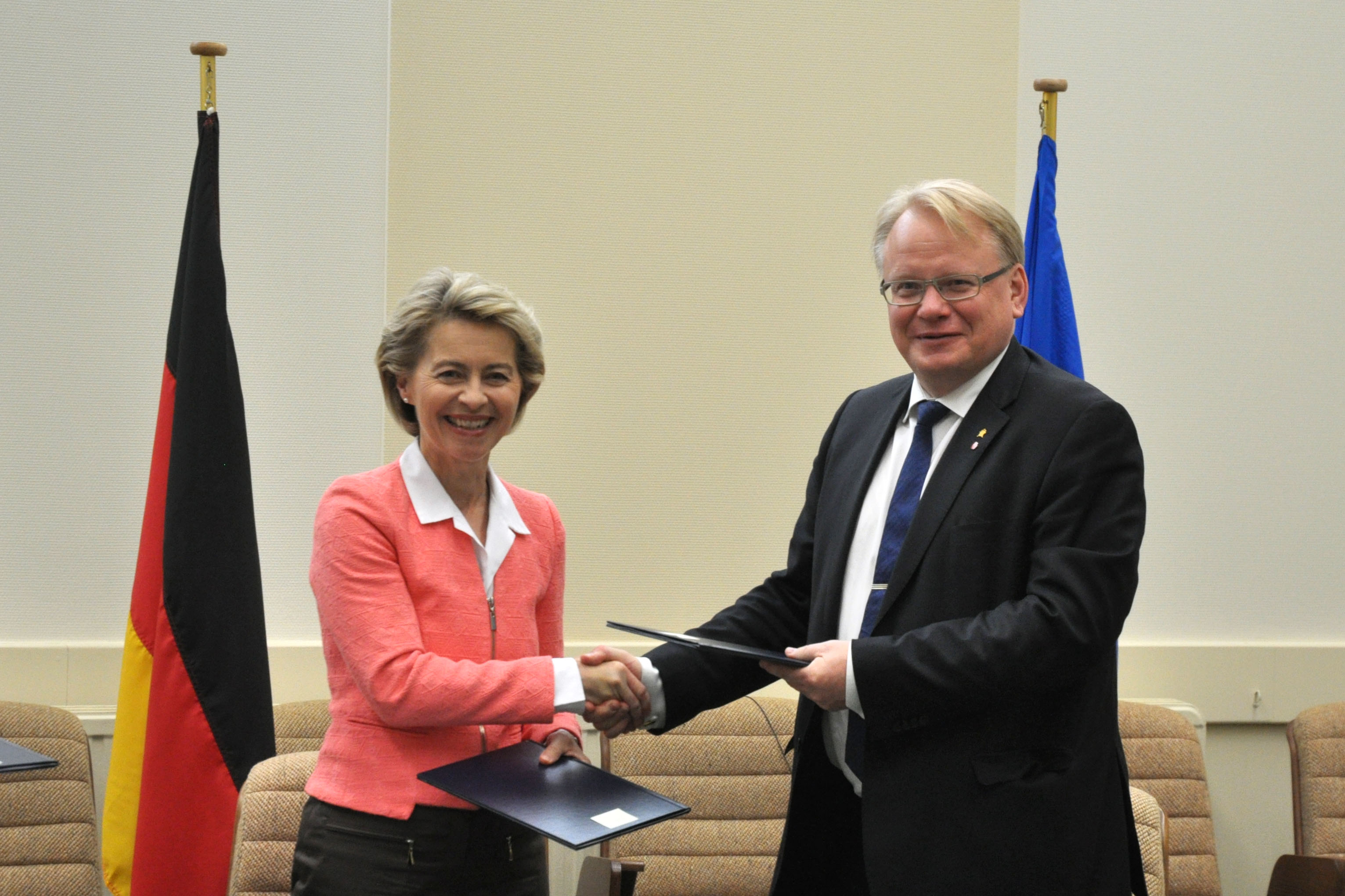 Minister for Defence Peter Hultqvist and his German counterpart Minister of Defence Dr. Ursula von der Leyen