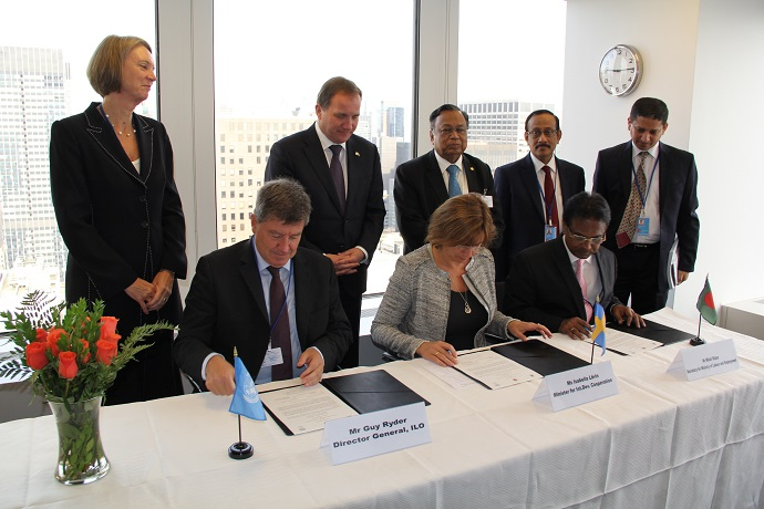 Photo of signing the cooperation agreement
