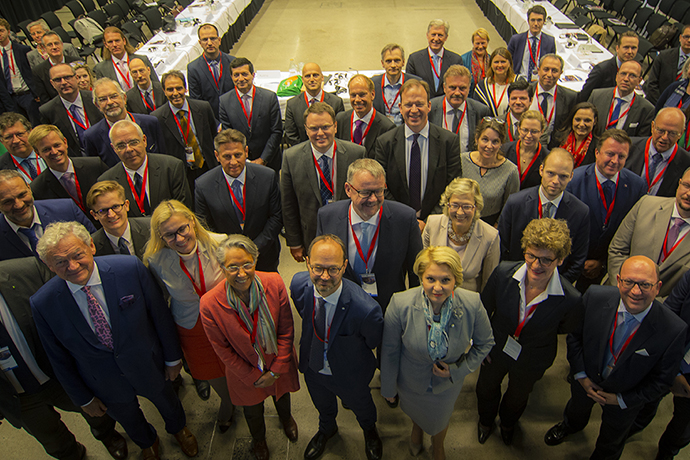 Minister for Infrastructure Tomas Eneroth with EU transport ministers, representatives for the European Commission, European and international industry organizations together during the Third High-Level Meeting  on Connected and Automated Driving, Gothenburg 18-19 June 2018