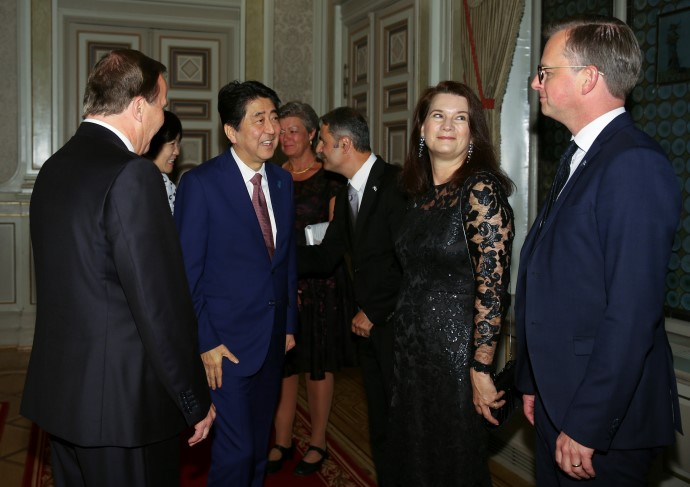 Shinzo Abe, Japanese Prime Minister, and Ann Linde, Minister of EU Affairs and Trade, here with Prime Minister Stefan Löfven and Mikael Damberg, Minister for Enterprise and Innovation.