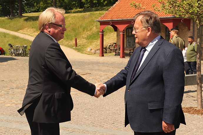 Minister for Defence Peter Hultqvist greet Denmark's Minister of Defence Claus Hjort Frederiksen