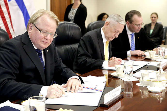 Minister of Defence Peter Hultqvist, United States Secretary of Defense James Mattis and Finland's Minister for Defence Jussi Niinistö