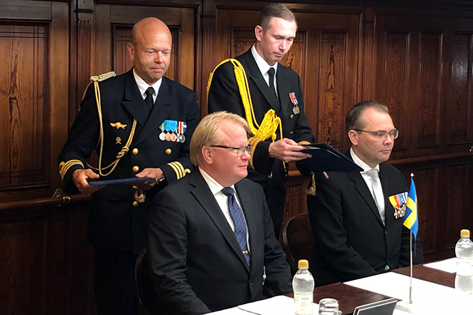 Minister for Defence Peter Hultqvist and Finnish Minister of Defence Jussi Niinistö.