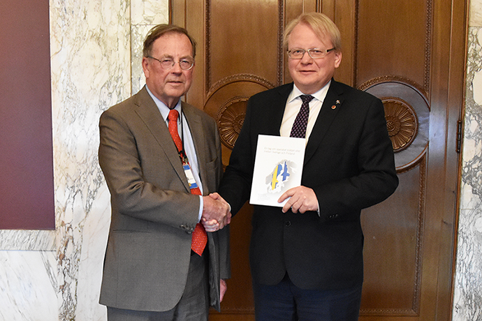 Inquiry Chair Ingvar Åkesson and Minister for Defence Peter Hultqvist