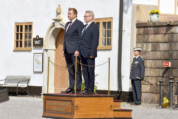 Minister for Defence Peter Hultqvist and Minister of Defence Antti Kaikkonen inspect the guard of honour at Karlberg Palace