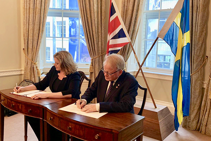 On 18 July, Minister for Defence Peter Hultqvist and the United Kingdom's Secretary of State for Defence Penny Mordaunt signed a Memorandum of Understanding (MoU) in London.