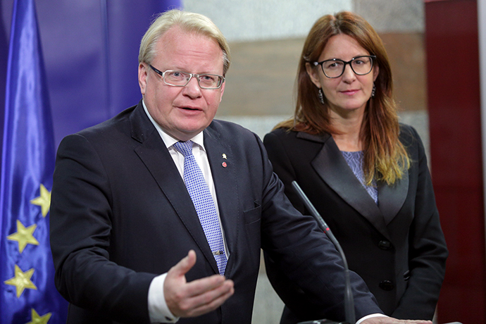 Minister for Defence Peter Hultqvist and his Slovenian colleague Andreja Katič
