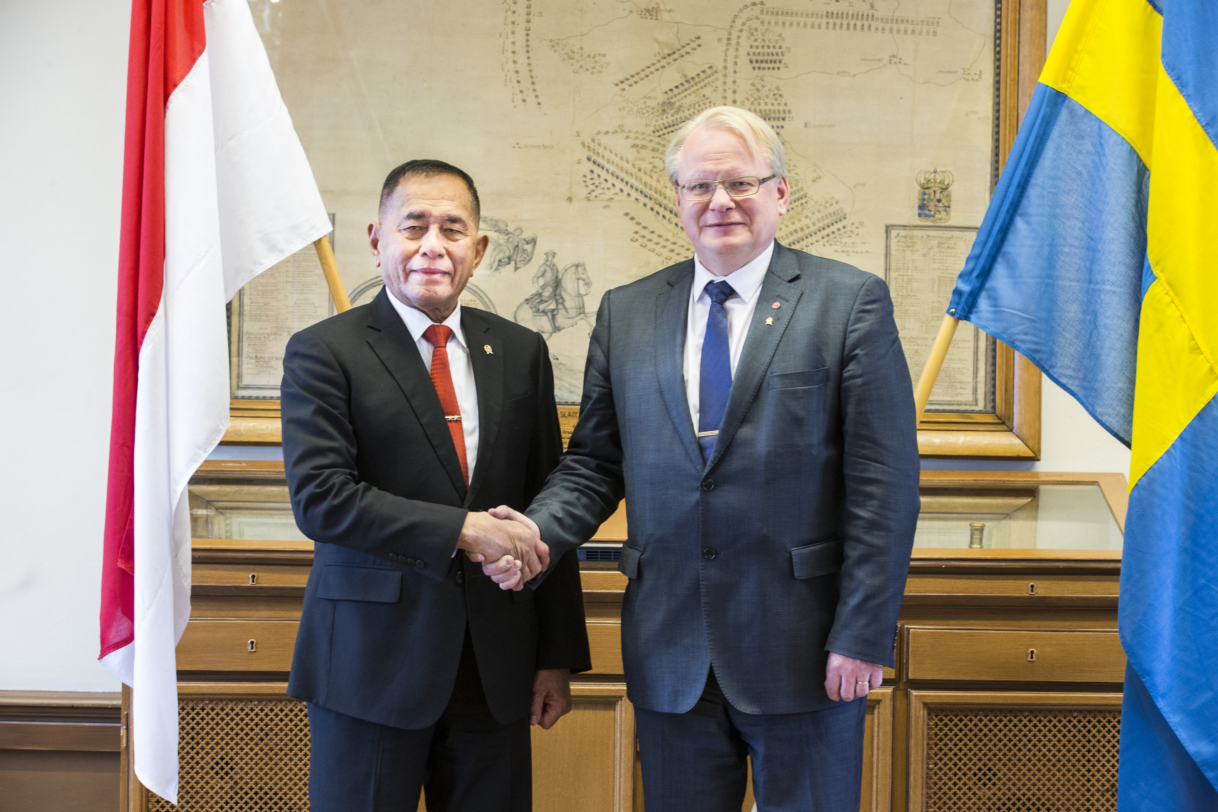 Minister for Defence Peter Hultqvist together with his Indonesian colleague Ryamizard Ryacudu.
