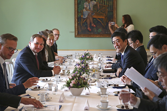 The Prime Minister Stefan Löfven and Prime Minister Shinzo Abe sitting in a meeting.