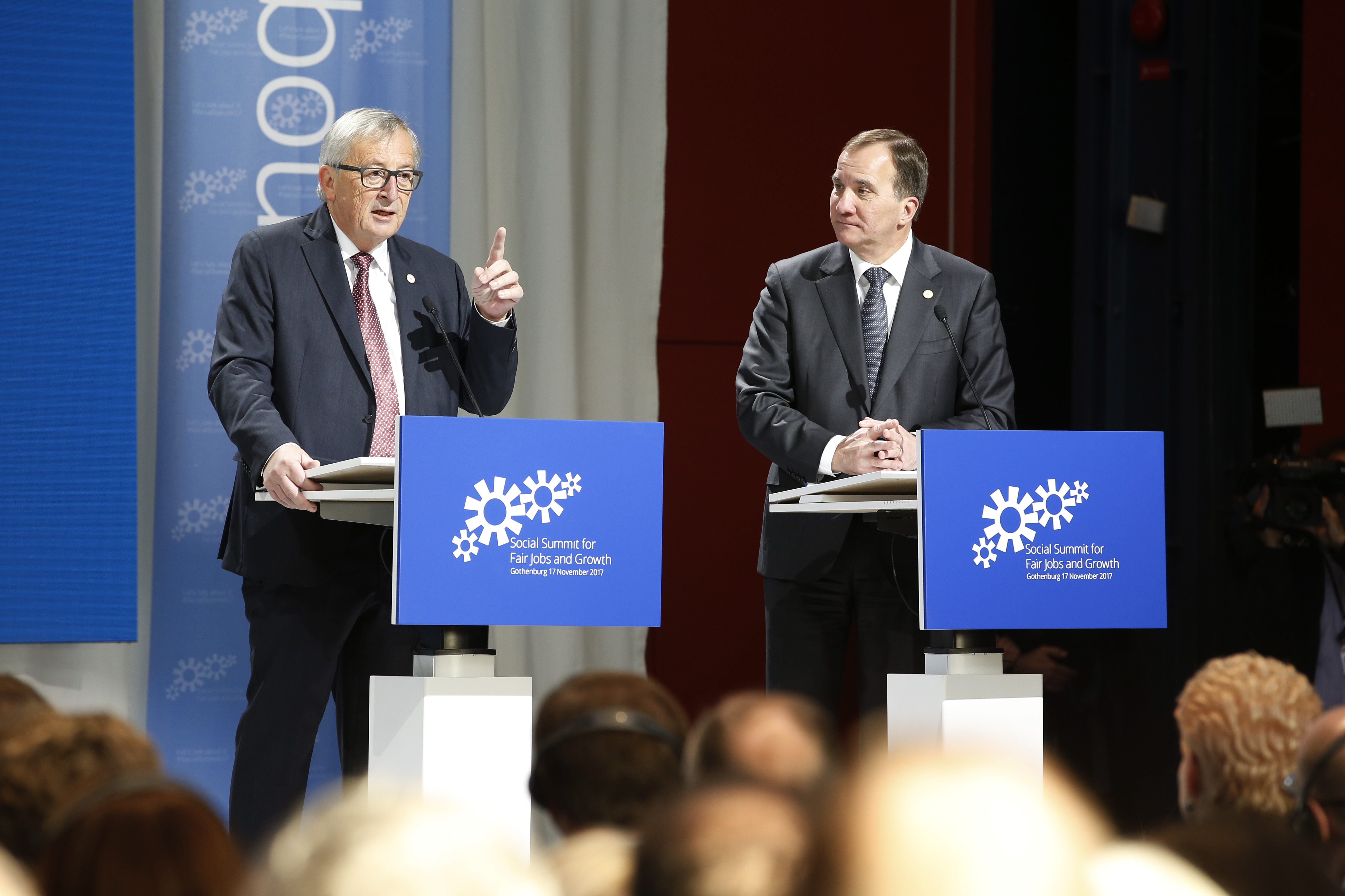 Löfven and Juncker on stage.