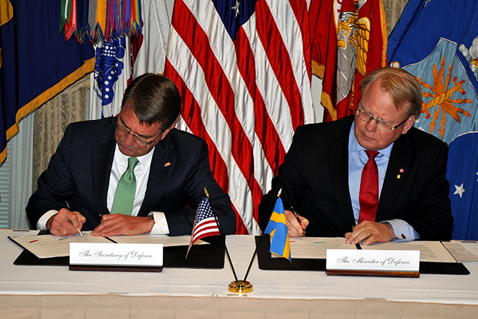 Swedish Minister for Defence Peter Hultqvist and US Secretary of Defence Ashton Carter signed a bilateral Statement of Intent